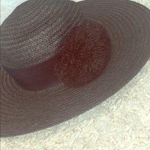 Black adjustable Pom Pom beach hat
